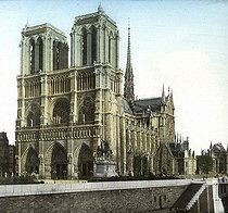 The Notre-Dame de Paris Cathedral, view from the banks of the river Seine. Detail of a colorized stereoscopic view. © Léon et Lévy / Roger-Viollet