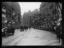 World War I. The French government in Lorraine after the plebiscite. Parade in the streets, decked with flags. Strasbourg (France), on December 9, 1918. © Excelsior - L'Equipe / Roger-Viollet