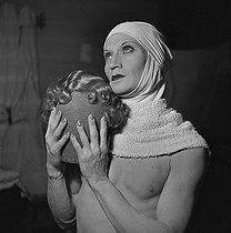 Barbette (1899-1973), American trapeze artist and female impersonator. France, circa 1938. © Gaston Paris / Roger-Viollet