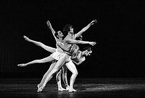 Apollo (Apollon Musagète), ballet by George Balanchine, on a music by Igor Stravinsky. Rudolf Nureyev, Noëlla Pontois, Wilfride Piollet and Nanon Thibon. Opéra de Paris, December 1972. © Colette Masson/Roger-Viollet