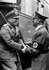 Conférence de Munich. A droite, Adolf Hitler (1889-1945), accueillant le chef d'Etat italien Benito Mussolini (1883-1845) à la gare. Kufstein, 29 septembre 1938. © Ullstein Bild/Roger-Viollet