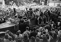 World War II. Liberation of Paris. Parisians on a half-track from the 2nd Armored Division commanded by General Leclerc, after the battles for the capture of the Kommandantur, place de l'Opéra, on August 25, 1944. © LAPI/Roger-Viollet