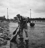 Repavage d'un pont. Paris, vers 1939.  © LAPI/Roger-Viollet