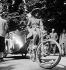Guerre 1939-1945. Occupation allemande. Vélo-Taxi. Paris, 1942. © Laure Albin Guillot / Roger-Viollet