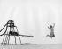 Femme sautant en l'air, dans les années 1960. © TopFoto/Roger-Viollet