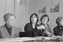 Press conference announcing the creation of the International Council of Women and the sending of an information mission about the condition of women. From left to right: Simone de Beauvoir (president of the council), Elisabeth Saharesi (the initiator) and Benoîte Groult. Paris, March 1979. Photograph by Janine Niepce (1921-2007). © Janine Niepce/Roger-Viollet