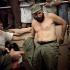 Fidel Castro (1926-2016), homme d'Etat et révolutionnaire cubain, changeant de chemise au cours d'un rassemblement à Santiago de Cuba (Cuba), 26 juillet 1964. © Jung/Ullstein Bild/Roger-Viollet