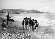 Young people having fun on the beach. Nice (France), circa 1925. © Maurice-Louis Branger/Roger-Viollet