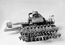 """Dactyle"" typewriter. Paris, National school of engineering and technology, 1905. © Jacques Boyer / Roger-Viollet"