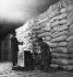 Blocus de Berlin (1948-1949). Stocks de farine de blé. 15 août 1948. © Ullstein Bild / Roger-Viollet
