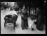 """Guerre 1914-1918. """"Les nouveaux métiers des femmes depuis la guerre"""" : livreuse des grands magasins (Samaritaine). Paris, juin 1917. © Excelsior - L'Equipe / Roger-Viollet"""