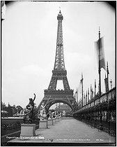 The Eiffel Tower, during the 1889 World Fair. Picture taken from the Champs de Mars. © Neurdein/Roger-Viollet