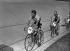 Jacques Anquetil (1934-1987), coureur cycliste français. Vainqueur de son premier tour de France en 1957. Derrière lui : André Darrigade. © Roger-Viollet