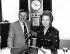 Jimmy Young (1923-2016), chanteur et animateur de radio britannique, et Margaret Thatcher (1925-2013), Premier ministre britannique, 1981. © TopFoto / Roger-Viollet