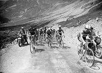 Tour de France 1962. On the right : Raymond Poulidor (1936-2019), French racing cyclist. © Roger-Viollet