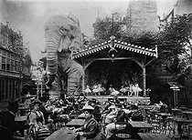 Giant elephant in the terrace of the Moulin-Rouge. Paris, circa 1900. © Roger-Viollet