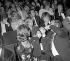 """Françoise Sagan, Claude Chabrol et Stéphane Audran, Jean-Jacques Debout et Rachel Breton (derrière Sagan), lors de la """"première"""" de Charles Trenet à l'Olympia, le 3 mai 1971. © Patrick Ullmann / Roger-Viollet"""