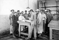 World War I. Chinese workers receiving their wages in a French weapon factory. © Roger-Viollet