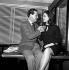 """Patrick MacNee (1922-2015) et Diana Rigg (née en 1938), acteurs anglais, célébrant la diffusion aux Etats-Unis de leur série """"Chapeau melon et bottes de cuir"""" (The Avengers). Londres (Angleterre), 1965. © TopFoto/Roger-Viollet"""