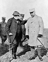World War I. Georges Clemenceau (1841-1929), French statesman, and Maurice Pétain (1856-1951), French General, visiting the front. © Roger-Viollet