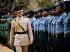 Le prince Charles (né en 1948), passant en revue des militaires à l'occasion de la naissance de la Papouasie-Nouvelle-Guinée comme nation indépendante. Port Moresby (Papouasie-Nouvelle-Guinée), 13 septembre 1975. © PA Archive/Roger-Viollet