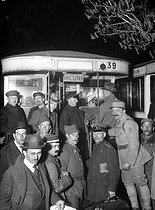 Treaty of Versailles. The German delegation getting on a bus at the station of Vaucresson, on April 28, 1919. © Albert Harlingue/Roger-Viollet