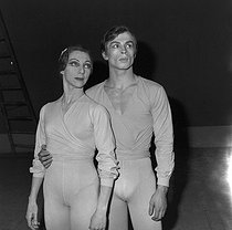 Rosella Hightower (1920-2008), American-born French ballet dancer and choreographer, and Rudolf Nureyev (1938-1993), Soviet dancer and choreographer. © Jacques Cuinières / Roger-Viollet
