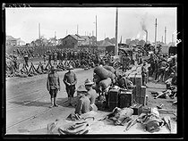 "World War I. Arrival of the first US military contingents in France. Disembarking the equipment. Saint-Nazaire (France), late June 1917. Photograph published in the newspaper ""Excelsior"", on Sunday, July 1st, 1917. © Excelsior – L'Equipe/Roger-Viollet"