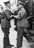 Conférence de Munich. Adolf Hitler accueillant le chef d'Etat italien Benito Mussolini, à la gare de Kufstein (Autriche), pour prendre le train avec lui jusqu'à Munich. 29 septembre 1938. © Ullstein Bild/Roger-Viollet