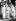 Mao Zedong (1893-1976), homme d'Etat chinois, quittant sa maison avec le panchen Ngoerhtehni (à g.) et le Dalaï Lama (droite). Pékin (Chine), 25 mai 1956. © TopFoto/Roger-Viollet
