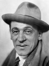 Blaise Cendrars (1887-1961), French writer and poet. France, around 1930. © Henri Martinie / Roger-Viollet