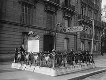 Entrance of the Malesherbes metro station (architect: Hector Guimard). Paris (XVIIth arrondissement). Photograph by Charles Lansiaux (1855-1939) (born in 1855). Paris, musée Carnavalet. © Charles Lansiaux / Musée Carnavalet / Roger-Viollet