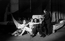 """Aubade"", ballet by George Balanchine. Libretto and music by Francis Poulenc. Anton Dolin, Vera Nemchinova, Ortiz (decorator) and Francis Poulenc. Paris, Théâtre des Champs-Elysées, 1930. © Boris Lipnitzki/Roger-Viollet"