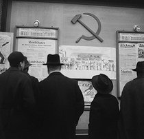 Election campaign poster in East Berlin (Russian zone). 1945-1946. © Gaston Paris / Roger-Viollet