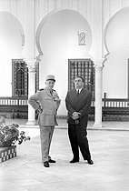 Raoul Salan, French General, deputy leader of the government and commander-in-chief of the armed forces in Algeria and Max Lejeune, minister of the Sahara, during a visit of General de Gaulle in Algiers, with the palace of summer of the general governor. June 4, 1958. © Bernard Lipnitzki / Roger-Viollet