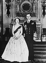 Queen Elizabeth II (born in 1926) and her husband, prince Philip, Duke of Edinburgh. © Albert Harlingue / Roger-Viollet