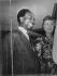 Kwame Nkrumah (1909-1972), homme d'Etat ghanéen, et l'épouse de Harold Macmillan (1894-1986), premier ministre britannique, 6 janvier 1960. © TopFoto / Roger-Viollet