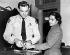 Rosa Parks (1913-2005), couturière américaine et activiste des droits civiques, se faisant relever les empreintes après avoir refusé de monter à l'arrière d'un bus. Montgomery (Alabama, Etats-Unis), 1956. © The Image Works/Roger-Viollet