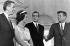 La princesse Sophie de Grèce (née en 1938), et son époux le prince Juan Carlos (né en 1938), héritier du trône d'Espagne, s'entretenant avec John F. Kennedy (1917-1963), homme d'Etat américain, à la Maison-Blanche. Washington D.C. (Etats-Unis), 31 août 1962. © TopFoto/Roger-Viollet