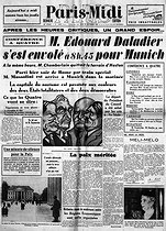 "Munich agreement. Edouard Daladier (1884-1970), French Prime Minister, leaving for Munich (Germany). Front page of the French newspaper ""Paris-Midi"", on September 29, 1938. © Roger-Viollet"