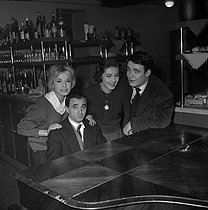 "Shooting of ""Les Dragueurs"", film by Jean-Pierre Mocky (1959). Inge Schoener, Charles Aznavour, Estella Blain and Jacques Charrier. France, on February 10, 1959. © Alain Adler / Roger-Viollet"