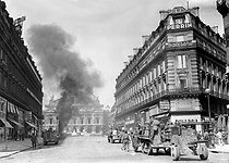 World War II. Liberation of Paris. Tanks attacking the Kommandantur located on the place de l'Opéra, under the command of Philippe Leclerc (1902-1947), French General. © LAPI/Roger-Viollet