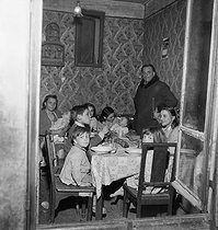 Large family in an inadequate housing. Nanterre (France), on March 2, 1953.     © Roger Berson/Collection Roger-Viollet/Roger-Viollet