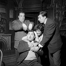 """Champignol malgré lui"" by Georges Feydeau. Jacques Morel, Jean Rochefort, Roger Carel and Micheline Dax. Paris, Théâtre Marigny, January 1959. © Studio Lipnitzki/Roger-Viollet"