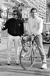 Ayrton Senna (1960-1994), coureur automobile brésilien, sur un vélo près d'Alain Prost (né en 1955), coureur automobile français, lors du 47ème Grand prix de Monaco (Principauté de Monaco), 7 mai 1989. © Ullstein Bild / Roger-Viollet