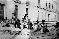 American intervention in Mexico. Federal soldiers in fighting position in a street of Veracruz. 1914. © Albert Harlingue/Roger-Viollet