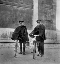 Bicycle-riding policemen. Paris, on March 9, 1947. © LAPI/Roger-Viollet