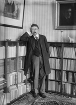 Paul Painlevé (1863-1933), French mathematician and politician, in his library. © Albert Harlingue / Roger-Viollet