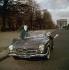 Automobile Mercedes 190 cabriolet. Paris, années 1960.  © Ray Halin/Roger-Viollet