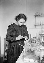 Irène Joliot-Curie (1897-1956), French physicist. © Albert Harlingue/Roger-Viollet